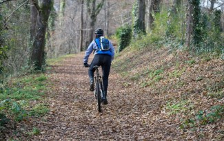 6-cycling-safety-tips-for-fall-and-winter_900_1114782595
